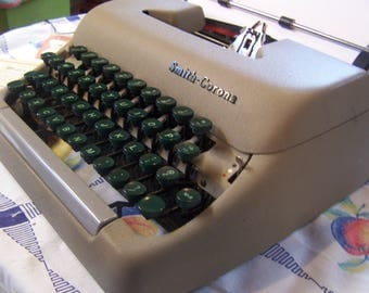 Vintage 50s-60s Smith Corona Manual Typewriter & Case and Key, Clipper Model, Brown with Green Keys Portable, Works Well