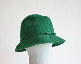 Vintage 1960s EMERALD green fur felt hat