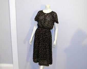 Black Leaf Print Vintage sexy boho chic 70s Polyester Dress size 8 medium large