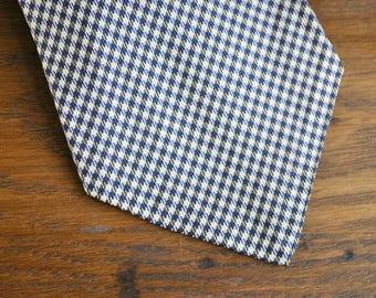 Vintage 1960s houndstooth navy and white necktie tie