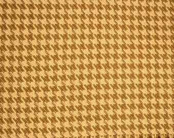 D2121 Houndstooth Straw Gold Roth Tompkin Fabric
