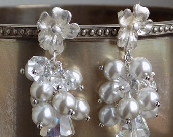 on sale Swarovski and grey glass pearls silver earrings