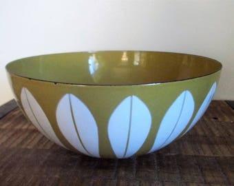 """Large Vintage Cathrineholm Light Mustard Green 9 1/2"""" Enameled Serving Bowl"""