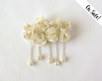 Silk brooch - Ivory silk cloud brooch with freshwater pearls ***Item on sale*** Previous price : 32.50 EUR