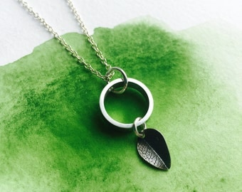 Mini leaf pendant