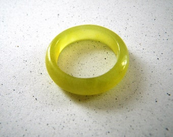 Chartreuse Yellow Green Solid Stone Ring - Size 6 1/2
