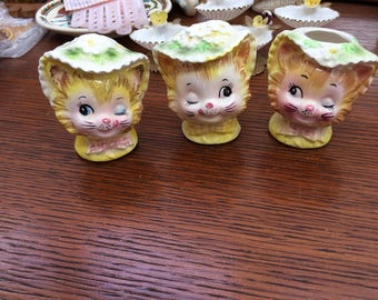 Winkin Kitty Cat Collectible Enesco Salt and Pepper Shakers and Toothpick Holder Cute Kitty Collectible Daisy Hats Anthropomorphic 3 Pieces