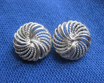 Vintage Signed LISNER Silver Tone Clip-On Earrings 2.2cm or .85""