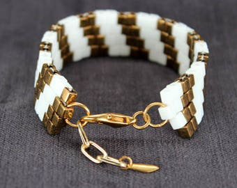 Beaded Bracelet in White & Bronze with Double Diagonal Pattern
