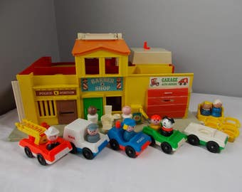 1973 Fisher Price Village Little People