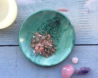 Oak Leaf Ring Dish, Spring Green Design Candle dish, Ceramic Nature Plate, Pottery Candleholder, Oak Leaf Catchall, metallic home decor.