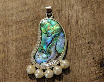 Blingy ON ON Foot Pendant with Mother of Pearl, Crystals and Faux Pearls