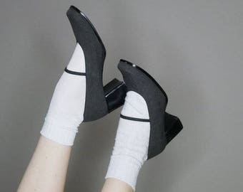 90s gray mary jane heels with bungee strap size 8.5