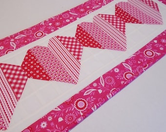 Quilted Table Runner Valentine Hearts, Quilted Table Topper Pink and Red Patchwork Hearts Table Quilt, Cottage Shabby Chic Hearts Runner