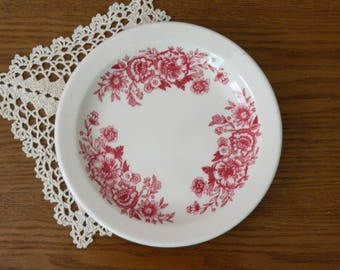 Red Transferware Plate. Vintage Ironstone. Restaurant Ware. Homer Laughlin. Red and White China. Rustic French Country Farmhouse Decor.