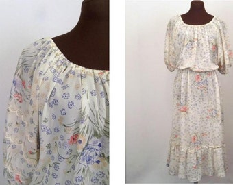 Vintage 70's Dress Peasant Boho HIppie Style Sheer Floral Crepe Polyester Size S / M