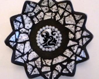3D Mosaic Flower, Black & White