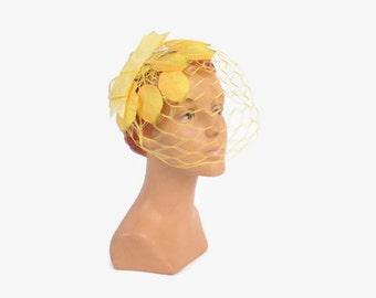 Vintage 60s FASCINATOR Hat / 1960s Golden Yellow Leaves Novelty Veil Whimsy