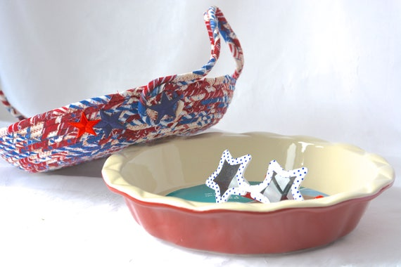 Patriotic Pie Basket, Handmade American Pie Carrier, Apple Pie Caddy, Red White and Blue Bread Basket, Memorial Day Decoration