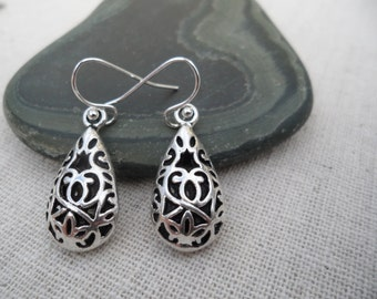 Silver Bali Drop Earrings - Bohemian Earrings - Silver Filigree Earrings - Simple Everyday Silver Earrings