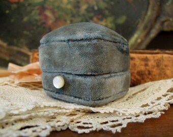 Vintage / Antique Victorian Slate Blue Velvet Ring Case / Victorian Jewelry Presentation Box / Small Blue Jewelry Case / Trinket Box