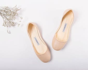 The Ballet Flats in Latte | Pointe Style Leather Slip Ons | Light Beige Ballet Flats in Latte