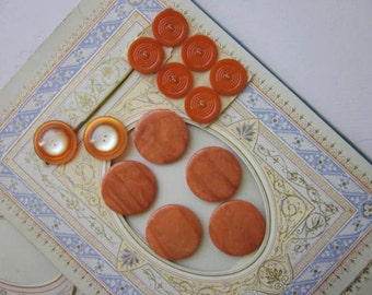 13 Orange Buttons. Set of 5 Large Coat Buttons. Card of 6 Vintage Buttons.