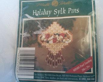 Holiday Sylk Pins Kit #MHSR8, Mill Hill Company