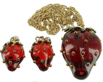 """Rare Vintage Giant 2.5""""H MOD Red Lucite Strawberry Necklace & Clip Earrings 24"""""""