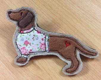 Dachshund brooch, sausage dog, dog applique pin, embroidered daschund brooch, felt brooch pin, dog lover gift, dachshund lover, daschund dog