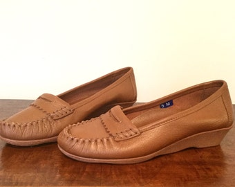 1970s deadstock tan leather Famolares loafers US 5 / EUR 36 / UK 2.5