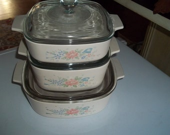 Corning Ware Set of 3- 1 & 1 1/2, and 2 Quart Symphony  Baking Dishes w/Pyrex Lids