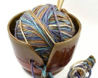 Brown and Red Yarn Bowl - Yarn ball Holder -Yarn holder - Yarn bowl Pottery - Ceramic Yarn Bowl - Knitting bowl - Yarn holder ceramic