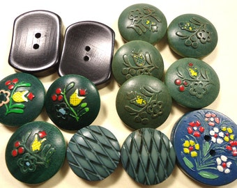 Bag of 11 vintage painted green/blue wood buttons - flowers and shapes  (Ref B74)