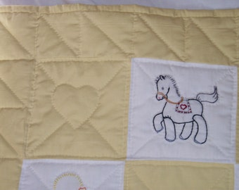 Baby quilt embroidered with animals