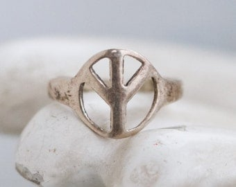 Peace Ring - Sterling Silver Secong Knuckle Symbol Ring - Size 4
