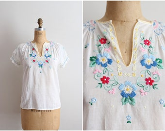 70s Floral Hand Embroidered Mexican Top / Boho top/  Bohemian Blouse/ Size XS/S