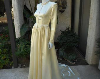 Vintage 1940's Maurer Ivory Satin Wedding Dress - Size 6