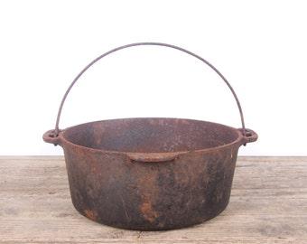 Antique Cast Iron Pot / Rusted Vintage Wagner Ware Sidney Pot / Primitive Farm Decor / Cast Iron Cookware / Prop Display Decoration