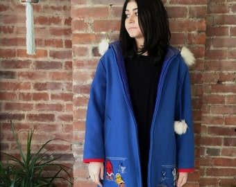 20 % OFF vintage Blue Wool Parka Fur trim hood Womens Northern Sun embroidered Arctic scenes Size L or XL