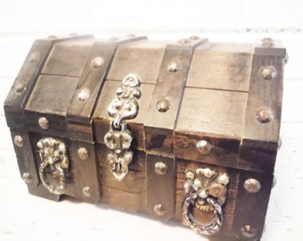 Marvelous pirates chest jewelry box treasure storage larp larping decor vintage