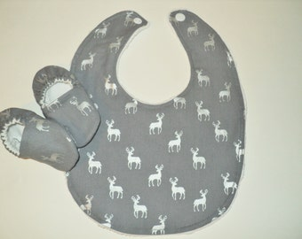 Newborn Baby Shoes And Bib Set, Deer Bib And Crib Shoes, Woodland Baby Gift, Baby Boy Or Girl Gift, Gray Bib And Booties, Baby Shower Gift
