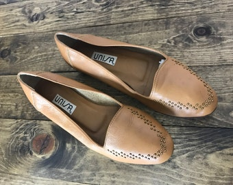 Vintage Tan Leather Loafers /  Super Soft 90s Women's Flats 7 B