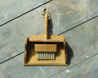 Vintage Wooden Dust Pan Crumb Catcher with Brush Wall Hanging Maison International Imports Silent Butler