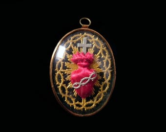 Antique Art Nouveau Sacred Heart Reliquary, Catholic Memento Mori Embroidery, Religious Ex Voto Medallion, Gold Metallic Silk, Love Token