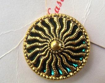 Vintage Gold Twinkle Buttons with Green Mirror-Back, 4 buttons on Original Cards, Casa de Leon, 23mm, Sunburst, Pierced Design