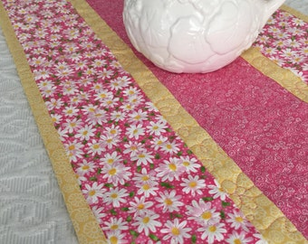 Daisy Table Runner Quilt, Daisies Quilt, Yellow, Pink, White, Spring Table Topper Quilt, Handmade Table Runner Quilt