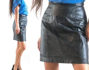 SALE! 1990s// Black Leather// Mini Skirt// Slim Cut// Small