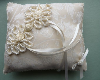 Large Ring Pillow - Tying the knot