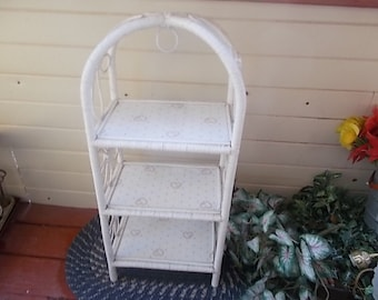 White Wicker Shelf,  flowers wicker Shelf, Vintage Wicker ,Vintage Home Decor, Shabby Cottage Chic Shelf, Storage, Organization